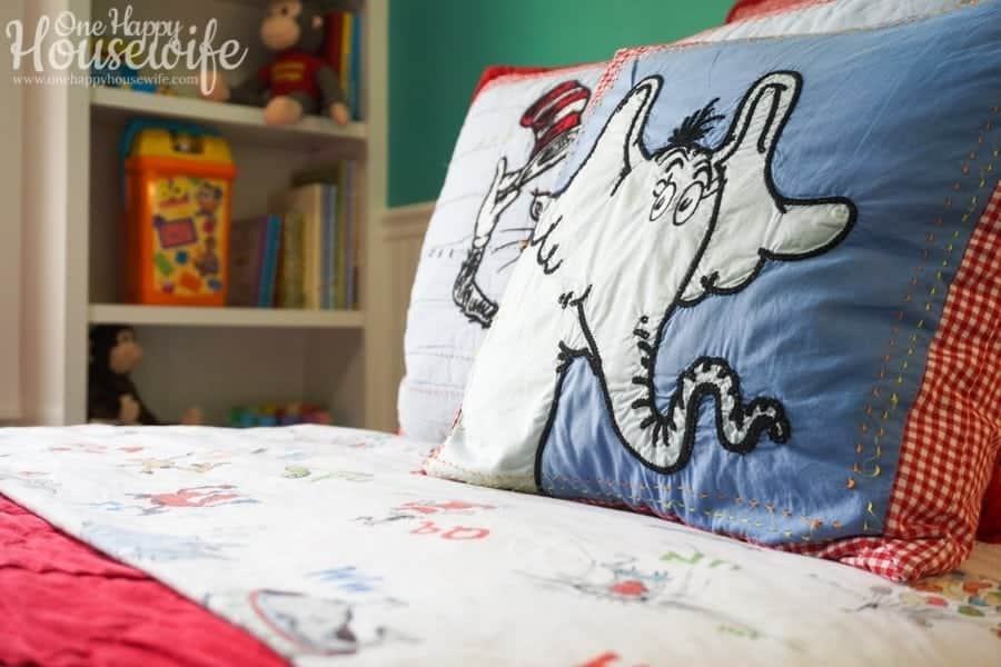 dr seus themed bedroom for small child