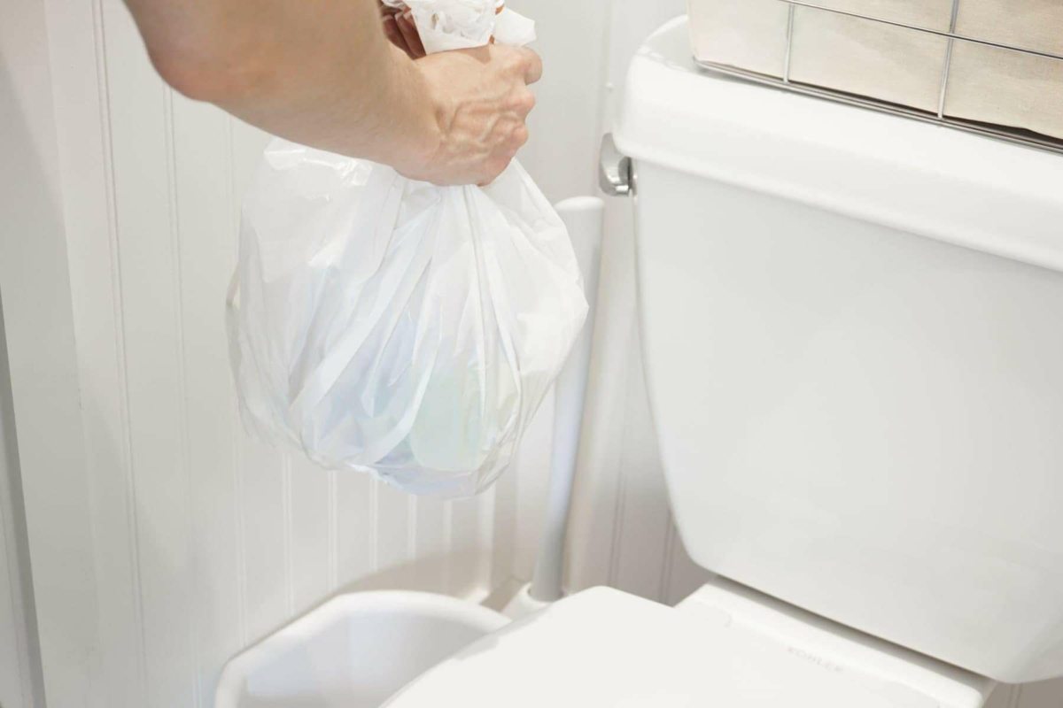 Removing trash often is a good bathroom cleaning habit