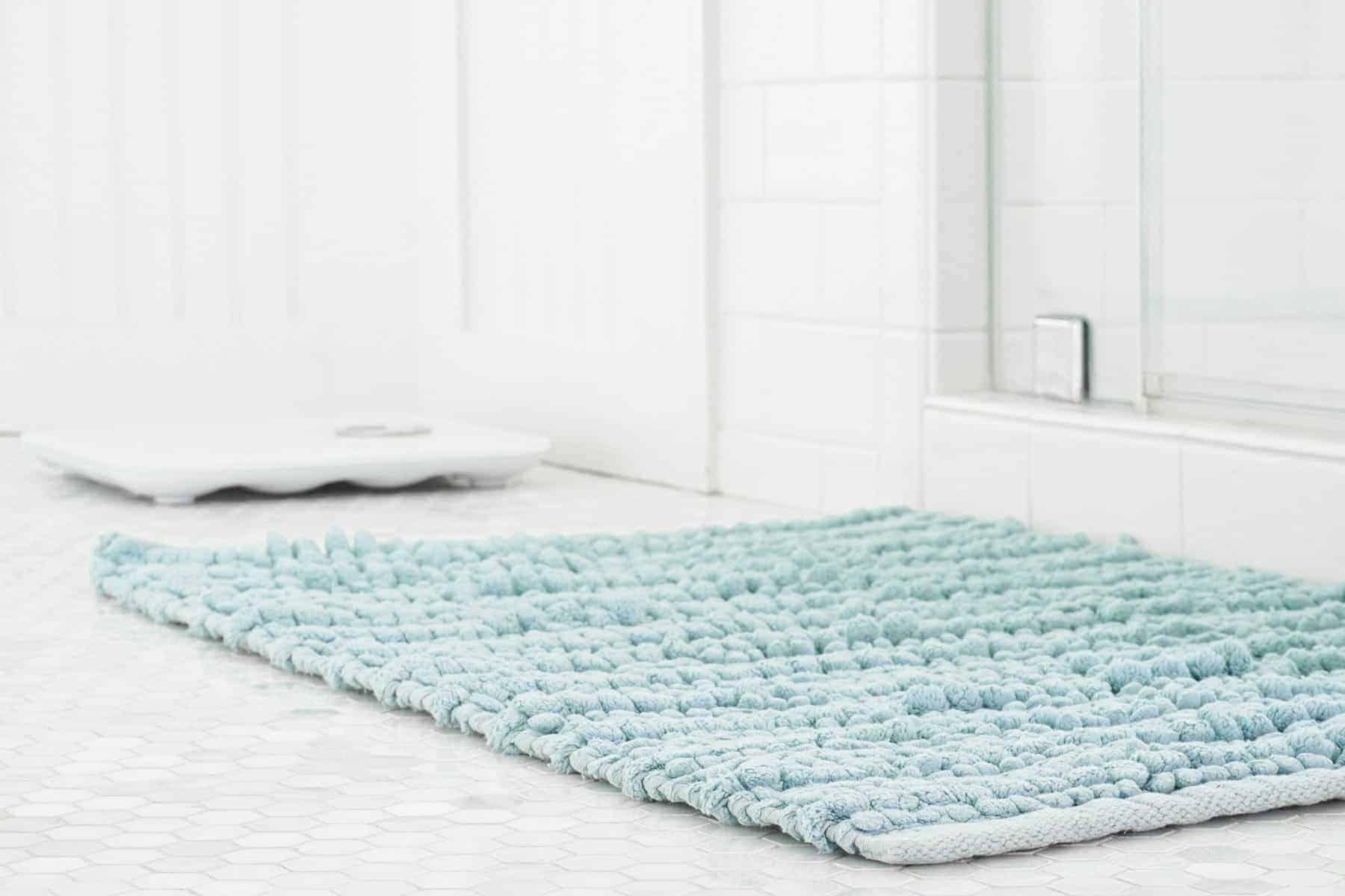 Clean bathroom mats