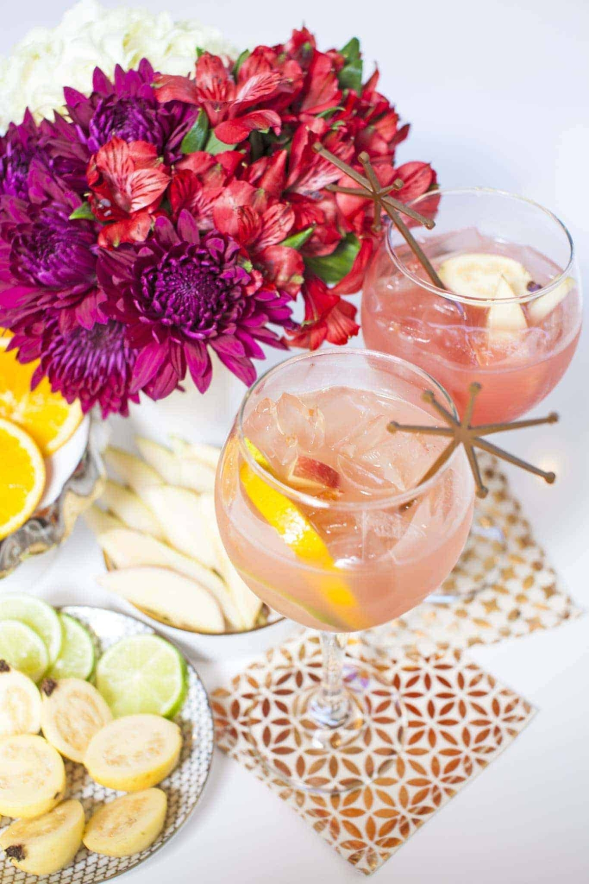 This sangria mocktail is sooo refreshing on a hot summer day