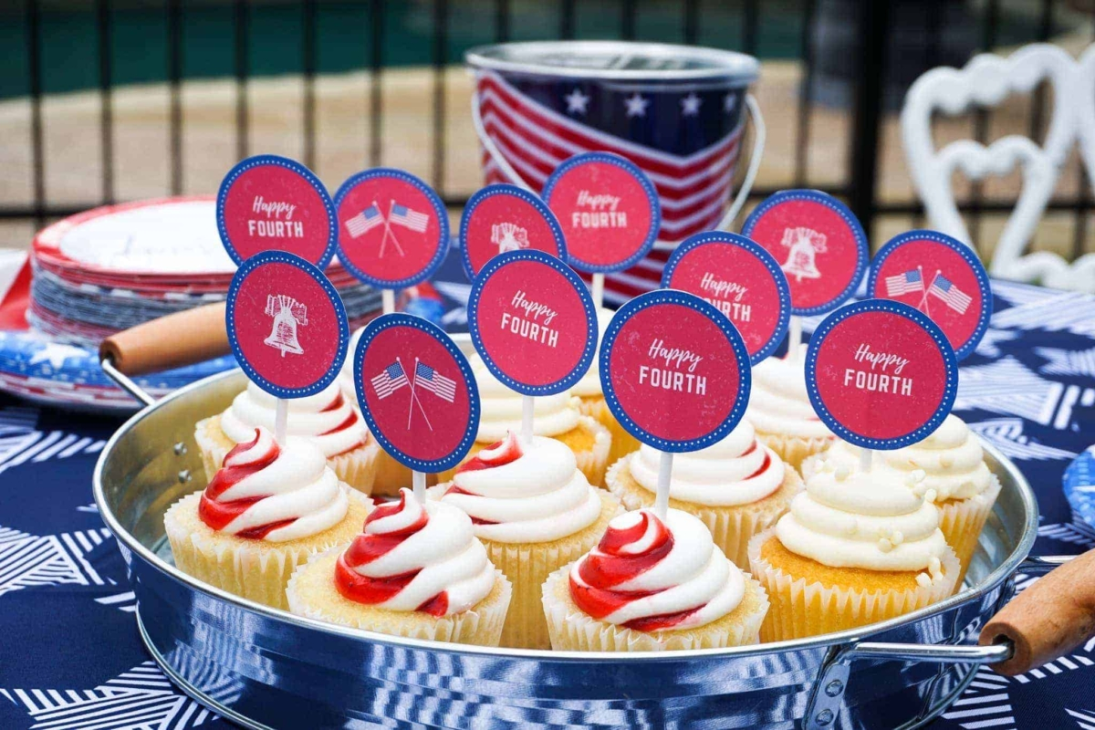 4th of July cupcake toppers in free printables pack.