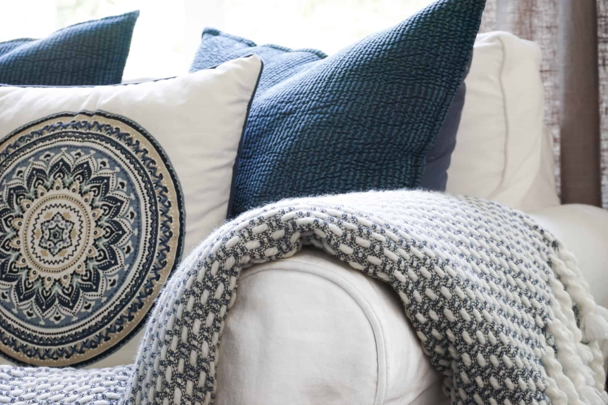 Why White Is the Best Choice When You Love Decorating With Color