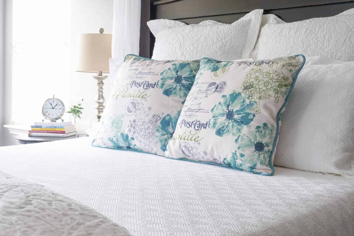Want the flexibility of being able swap out your bedroom color scheme at any time without the expense of purchasing a new bed set? You need white bedding then. It makes a perfect backdrop for whatever color scheme you want to add with throw blankets and pillows.