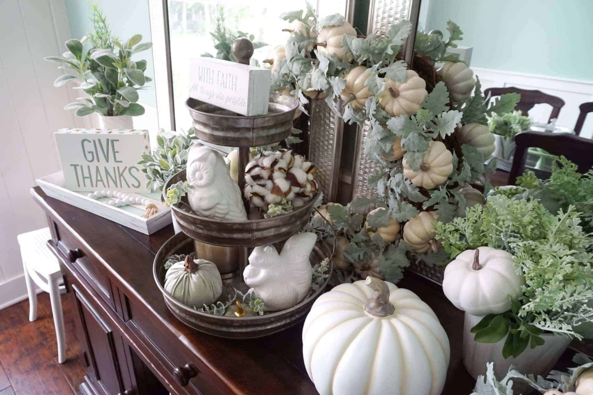 Ideas for easy fall decorations in the dining room.