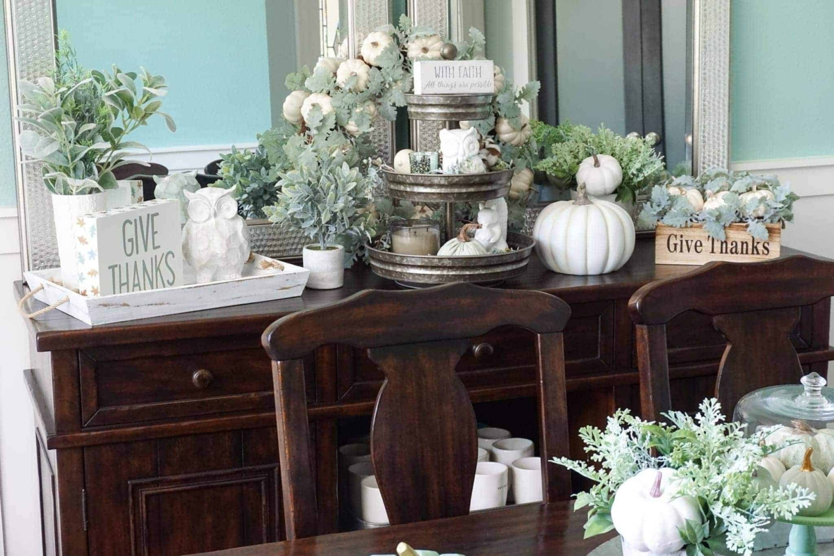Ideas for decorating a fall dining room table.