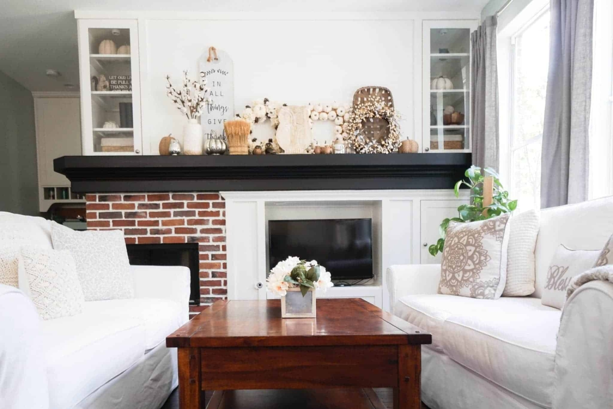 Ideas for decorating a mantel for fall.