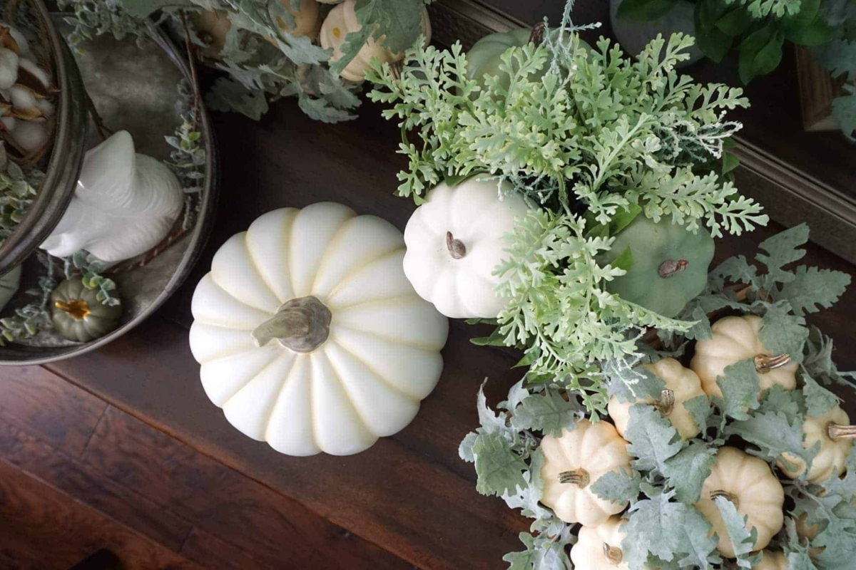 Ideas for tasteful fall decorations.
