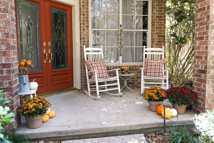 Some ideas for cheap fall decorations for outside.