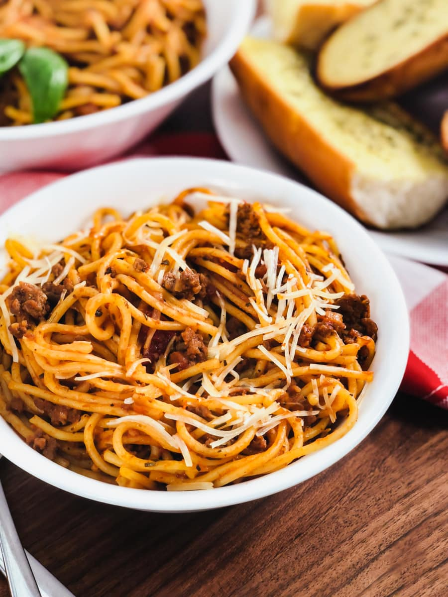 instant pot spaghetti and meat sauce with garlic butter toast