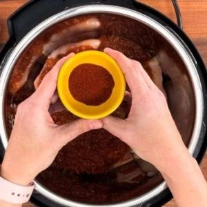 adding chili powder to chicken salsa in the instant pot