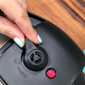 setting the instant pot to sealing
