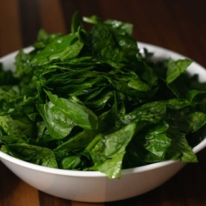 a bowl of raw spinach for making tuscan chicken pasta