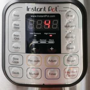 the instant pot digital display reading 4